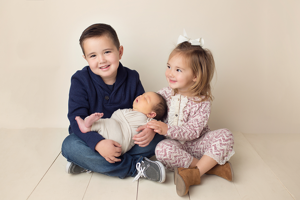 newborn photography sibling studio 03
